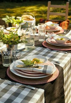 Manger dehors Outdoor table setting