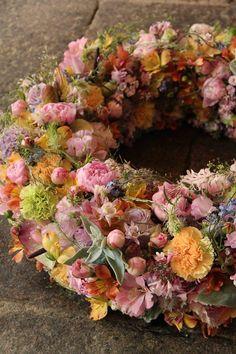 Fall Flowers, Love Flowers, Dried Flowers, Beautiful Flowers, Floral Hoops, Funeral Flowers, Arte Floral, Easter Wreaths, Flower Decorations