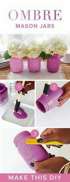 How to spray paint jars - How to spray paint mason jars. Tips on how to create gold metallic mason jar vases. Gold vases from mason jars. Pot Mason Diy, Mason Jar Vases, Bottles And Jars, Glass Jars, Paint Bottles, Mason Jar Planter, Mason Jar Projects, Mason Jar Crafts, Vase Crafts