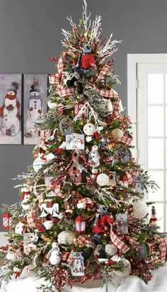 Gorgeous 39 Ideas Rustic Christmas Tree Decorations https://toparchitecture.net/2017/11/25/39-ideas-rustic-christmas-tree-decorations/