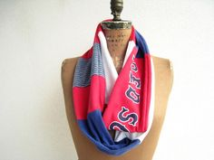 Boston Red Sox Infinity T Shirt Scarf // I freaking need this!