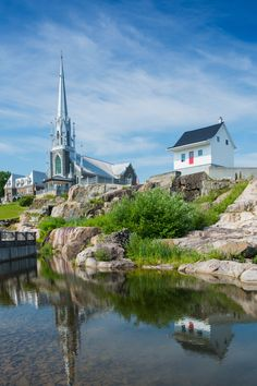 Journey through Canada & New England, exploring quaint colonial history in classic style.