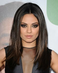 """Mila Kunis nommée dans la catégorie """"Make up le plus glamour de l'année"""" !"""