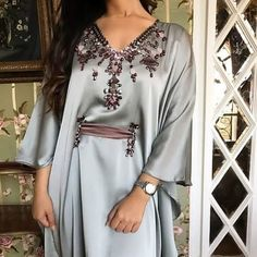 The image may contain: people standing - Abaya Fashion, Muslim Fashion, Modest Fashion, Fashion Dresses, Arabic Dress, Mode Abaya, Hijab Fashionista, Moroccan Dress, Caftan Dress