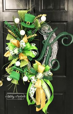 Patrick's Day Initial Wreath – Grapevine Wreath İdeas. Holiday Wreaths, Holiday Crafts, Holiday Ideas, St Patrick's Day Crafts, Easter Wreaths, Holiday Decor, Holiday Fun, Diy Wreath, Grapevine Wreath