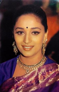 Madhuri Dixit Hot, Vintage Bollywood, Bollywood Stars, India Beauty, Timeless Beauty, Amazing Flowers, Bollywood Actress, Movie Stars, Actresses
