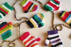 Mittens garland - 10 Fabulous and Free Christmas Crochet patterns.
