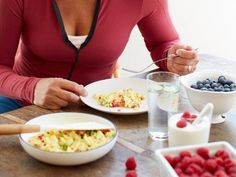 8 Things Every Woman In Her 40s Should Do : 1. Eat breakfast every day http://www.prevention.com/health/healthy-living/8-things-every-woman-her-40s-should-do?s=2