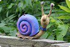 Доброго дня!!! У меня появился влюбленный и застенчивый представитель брюхоногих молодой человек по имени Жуан. Везде мы с ним искали его любовь , но так и не нашли , одни букашечки да козявочки ) Pottery Animals, Ceramic Animals, Clay Animals, Clay Projects, Clay Crafts, Porcelain Ceramics, Ceramic Art, Clay Monsters, Papercrete