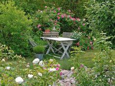 Jardin anglais romantique Pour prendre le petit-déjeuner, on se voit bien à cette table au beau milieu du jardin anglais. © http://vitaranunkler.blogspot.com.br/
