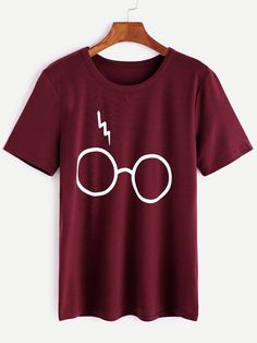 Shop Burgundy Glasses Print T-shirt online. SheIn offers Burgundy Glasses Print T-shirt & more to fit your fashionable needs. Shirt Print Design, Shirt Designs, Lange T-shirts, T Shirt Custom, Mode Outfits, Cute Shirts, Branded T Shirts, Printed Shorts, Pull