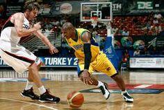 Referência Análoga (Nível de Relevância: 1) Atualmente o basquete brasileiro não vem atravessando um momento bom. Depois de desclassificado para a Olimpíada, perdendo todos os jogos na Venezuela, o Brasil recebe o convite para participar assim mesmo do campeonato sediado no próprio país em forma de respeito pela FIBA.
