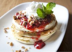 We love these Snickers #pancakes at the weekend #brunch at Crush at MGM Grand in #Vegas with with strawberry compote and sweet cream