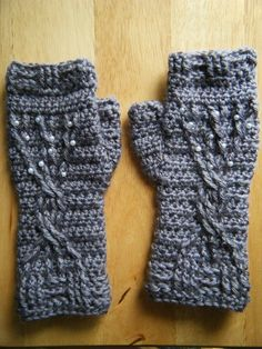 / Winter Tree Cabled Fingerless Mittens