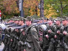 The Bundesheer, the modern Austrian Army. Mg34, Mexican Army, Men In Uniform, Military Uniforms, Linkin Park, Cold War, Military History, Austria, German