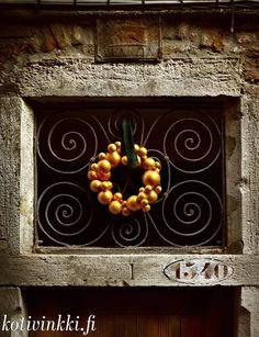 Pallokranssi Kulta, Frame, Christmas, Painting, Home Decor, Picture Frame, Xmas, Decoration Home, Room Decor