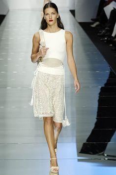Valentino Spring 2006 Ready-to-Wear Fashion Show - Diana Dondoe