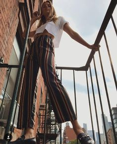 Photo by Leather fashion fashionista Fashion is constantly changing nowadays. Style Outfits, Summer Outfits, Cute Outfits, Style Clothes, Looks Style, Style Me, Mode Hippie, Mode Inspiration, Design Inspiration