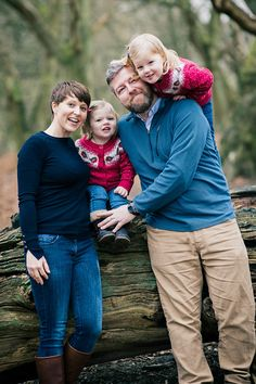 Viki's family portrait session in the woods
