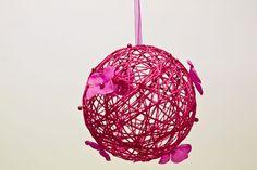 Boule de rose à suspendre de couleur fuschia