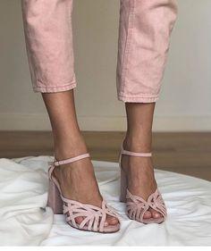 Peinados estrella de la temporada - It's My Valentine Pelo Princesa Disney, Vogue, Comfy Shoes, Up Hairstyles, Gladiator Sandals, Dress Making, Espadrilles, Capri Pants, Footwear