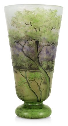 An art nouveau Daum glass vase, Nancy, France 20,5 cm