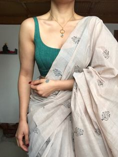 Casual Indian Fashion, Indian Fashion Dresses, Dress Indian Style, Indian Designer Outfits, Saree Fashion, Trendy Sarees, Stylish Sarees, Simple Sarees, Cotton Saree Designs