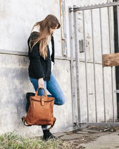 Are you going for a trendy vintage look? Check out this leather backpack Dali from The Chesterfield Brand. This leather backpack has a spacious main compartment with zipper. You close the backpack by rolling up the top and close it up with a with a sturdy clasp.