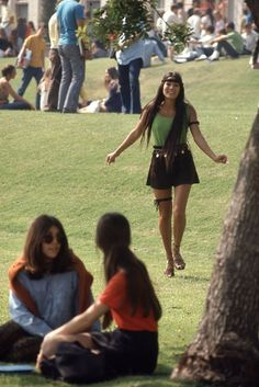 Incredible Photos Reveal What High School Students' Fashion Looked Like Back In 1969