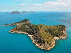 We pass more of the Whitsunday Islands (there are 74 in total) on the way back to Hamilton Island.