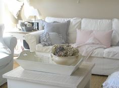 a touch of soft color Cottage Interiors, Rustic Interiors, Cozy Living Rooms, White Houses, Shabby Chic Decor, Soft Furnishings, Cottage Style, Modern Decor, Interior Architecture