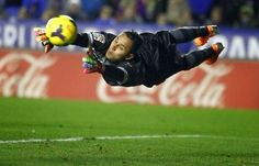 keylor navas - costa rica's superman in the 2014 world cup Solo Soccer, Soccer Goalie, Football Soccer, World Football, Football Kits, World Cup 2014, Fifa World Cup, Fc Barcelona, Costa Rica