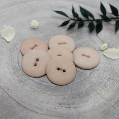 Atelier Brunette designs an exclusive button collection. All buttons are made in France with certified Oeko Tex Standard Modern Wardrobe, Sewing Accessories, Haberdashery, Natural Materials, Palm, Delicate, Creations, Blush, Beautiful