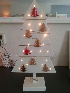 Kerstboompje gemaakt van een pallet van steigerhout.