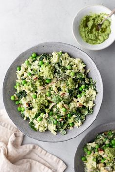 Seasonal spring greens, leek, pea and pesto risotto. Ultimate vegan comfort food that is both delicious and super healthy! Make a big batch and have lunches ready for the week! Pasta Recipes, Cooking Recipes, Leek Recipes, Chicken Recipes, Easy Cooking, Vegan Risotto, Vegetable Dishes, Risotto, Recipes
