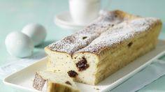 Verlockende Variante für alle, die von Käsekuchen nie genug bekommen können - Kirsch-Käsekuchen mit Mohn | http://eatsmarter.de/rezepte/kirsch-kaesekuchen