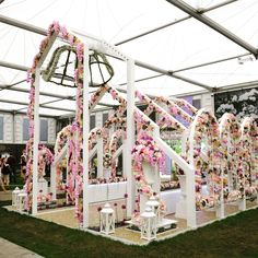 In 2015, I was fortunate enough to be part of the Interflora UK design team, exhibiting Open Church at Chelsea Flower Show 💒 We won a Gold Medal!🎖Floral Nook. ☀️🍂🌷🌿☁️ EP.