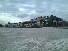 """El cerro """"Santa Ana"""" donde nace mi ciudad Guayaquil, visto desde """"El manso Guayas"""""""