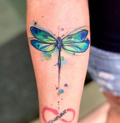 [Freshly Updated] We have put together the Ultimative Dragonfly Tattoo Collection in Check out our highest-rated handpicked Dragonfly designs here! Watercolor Dragonfly Tattoo, Small Dragonfly Tattoo, Dragonfly Art, Watercolor Tattoos, Detailliertes Tattoo, Tattoo Hals, Get A Tattoo, Trendy Tattoos, Small Tattoos
