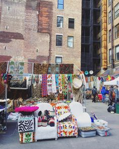 Chelsea Flea Market, West 25th Street, between Broadway & 6th Avenue. (14 Flea Markets & Street Fairs in NYC That You Absolutely Must Visit This Spring | spoiled NYC)