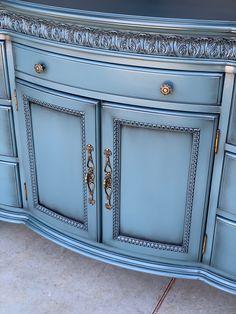 Furniture Refinishing, Furniture Decor, Painted Furniture, Painting Tips, Painting Techniques, Living Room Furniture Inspiration, Paint Trim, Using Chalk Paint, Dixie Belle Paint