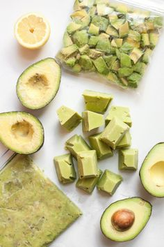 Did you know that freezing avocados seriously works? Here are 4 Ways to Freeze Avocados so you can save loads of money when they're on sale! Freezing Avocados -- 4 Ways to Do It! Healthy Snacks, Healthy Eating, Healthy Recipes, Recipes To Freeze, Food To Freeze, Avocado Recipes Vegetarian, Can You Freeze Avocado, Recipes With Avocado, Health Food Recipes