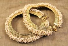 Exclusive designs of gold anklet ideas for trendy women India Jewelry, Temple Jewellery, Pearl Jewelry, Wedding Jewelry, Antique Jewelry, Gold Jewelry, Indian Jewellery Design, Jewelry Design, Stylish Jewelry