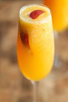 Frozen Peach Bellini Frozen Peach Bellini – Wonderfully light, refreshing, and bubbly peach bellinis – and all you need is 3 ingredients and 5 minutes! So simple and easy! More from my siteFrozen Peach Margaritas Peach Bellini Recipe, Frozen Peach Bellini, Peach Nectar Recipe, Bellini Cocktail, Cocktails Champagne, Frozen Cocktails, Champagne Flutes, Summer Drinks, Gourmet
