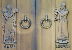 Art Déco - Bibliothèque du Congrès - Bâtiment John Adams à Washington - Construction 1939 - Portes d'entrée Extérieures en Bronze - Nabuh et Tahmurath -  Lee Lawrie