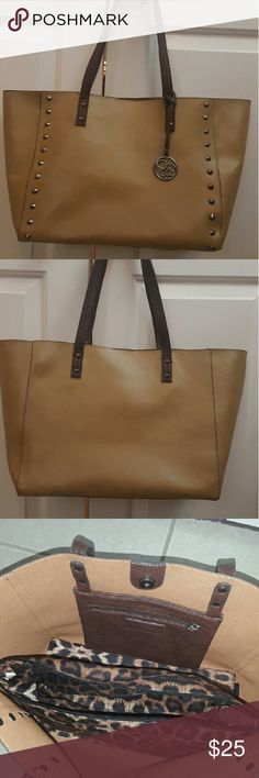 Jessica simpson purses Gorgeous bag , perfect for used any casual day .. Jessica Simpson Bags Totes