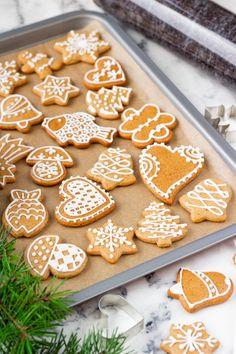 Gingerbread Cookies, Christmas Cookies, Delish, Food And Drink, Baking, Cake, Decorated Cookies, Cookies, Noel