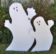 Halloween Ghosts made from corrugated plastic. Halloween Ghosts, Fall Halloween, Campaign Signs, Corrugated Plastic, Plastic Sheets, Yard Art, Reuse, Fall Decor, Dinosaur Stuffed Animal