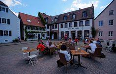 Die Freiluftgastronomie hofft noch auf sonnige Septembertage ... und einen goldenen Oktober. Nicht nur in Saarbrücken-St. Arnual. Ich auch ! :-)