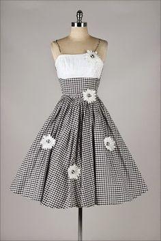 Binkelam'ın Kardeşi: Çok Hoş Vintage Elbiseler Buldum Yine, Meraklısına!